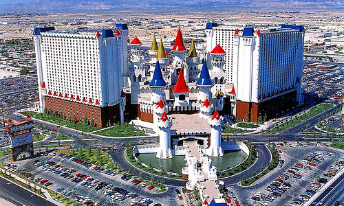 きのこがここに泊まったんやろなあ[FGO]エクスカリバーホテル!これがキャメロットの白亜の城ですか 派手ですね